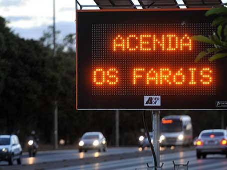 Farol-baixo-nas-estradas-e-a-manutenção-preventiva-do-veículo
