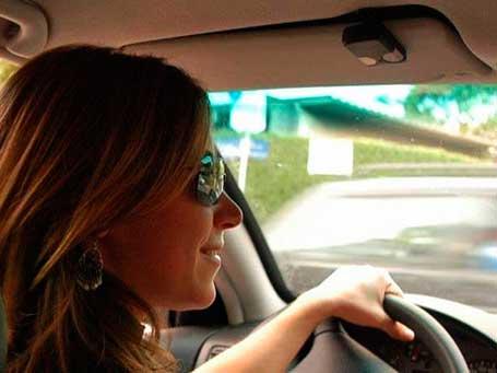 Mulher já paga mais que o homem pelo seguro do carro